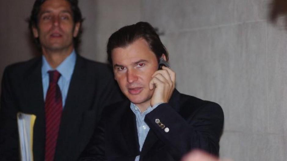 Un socio de Clarín negocia comprarle el diario La Capital a Daniel Vila